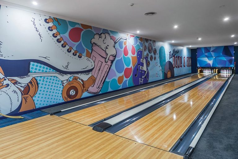 wallpaper Melbourne in a bowling alley